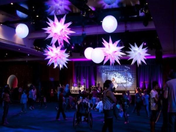 Illuminated inflatable stars